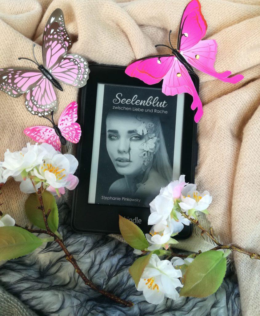 """Rezension """"Seelenblut – Zwischen Liebe und Rache"""" von Stephanie Pinkowsky"""